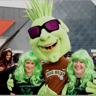Man in BUD costume with two girls